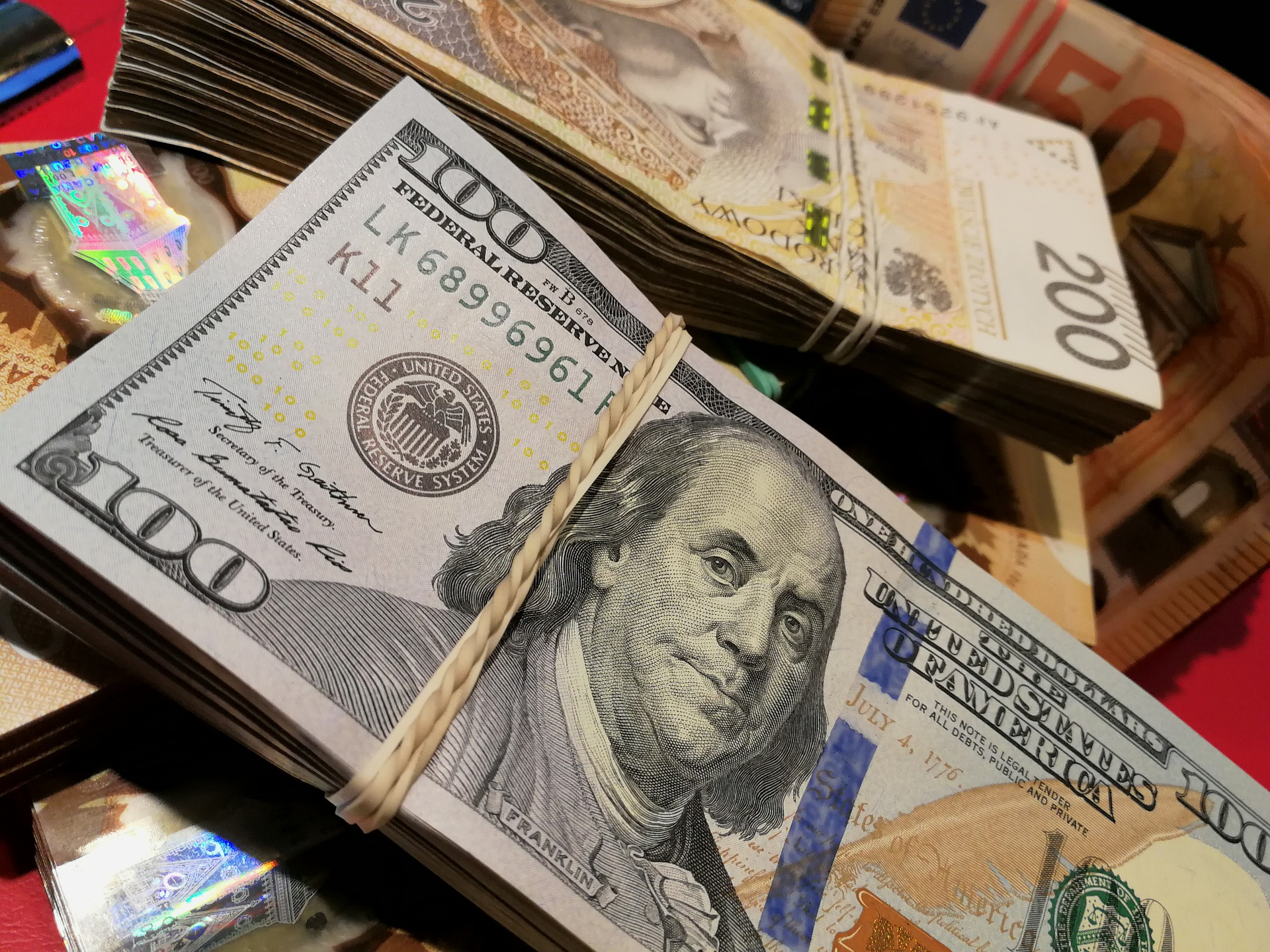 The Pros and Cons of a Universal Currency